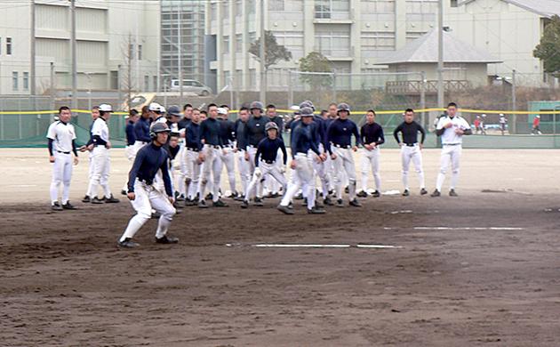 いなべ総合学園の走塁を意識したランニングと打球判断と走路を意識したベースランニング