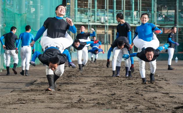 花咲徳栄高校の砂場トレーニング